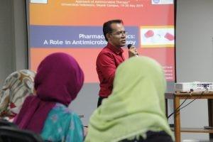 """cover Farmasi UI Gelar """"International Therapeutic Drug Monitoring"""""""