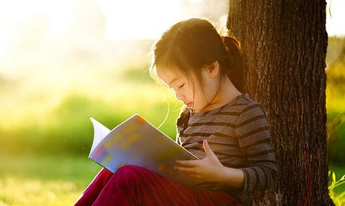 Foto Membaca buku adalah salah satu aktivitas yang memiliki seribu manfaat.