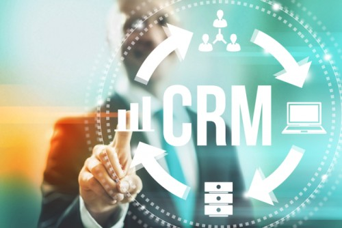 cover Memperbanyak Pelanggan dengan Sistem e-CRM