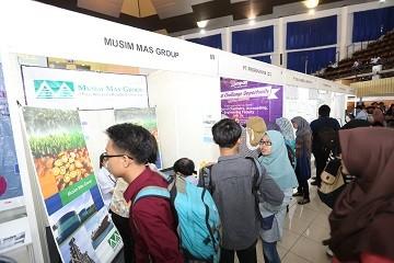 cover Ribuan Pengunjung Padati IPB, Berburu Kerja dan Beasiswa