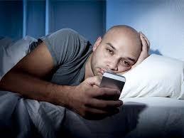 Foto Kalian Sering Bermain SmartPhone ? Ini Efek Buruk Yang Kalian Dapatkan !