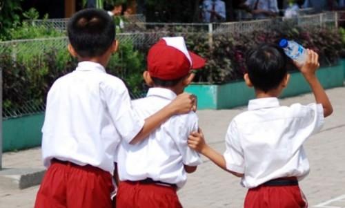 Foto Mitos Anak SD ini Membuat Kita Kembali Geleng-geleng Kepala