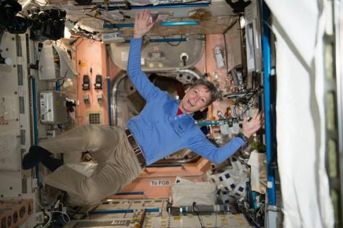 cover ASTRONOT NASA UNGKAP KENGERIAN TOILET DISTASIUN LUAR ANGKASA