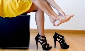 cover Bahaya Terlalu Sering Memakai Sepatu High Heels