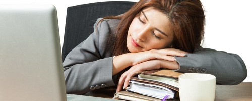 Foto Manfaat Tidur Siang untuk Pegawai Kantoran