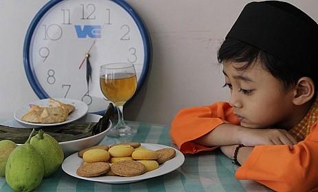 Foto Manfaat Belajar Puasa Bagi Anak-Anak