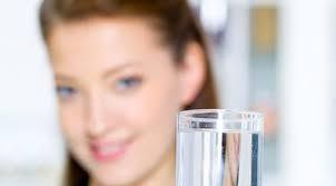 cover Manfaat Berikut Ini dari Minum Segelas Air Hangat