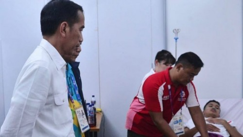 cover Jokowi Bangga Kepada Anthony Ginting Meski Cedera Saat Lawan Cina