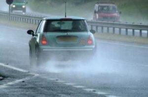 cover Tips Sebelum Berkendara Mobil Saat Musim Hujan