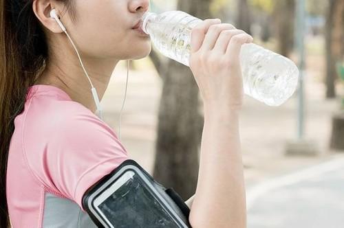 cover Apakah Baik Minum Air Es Setelah Berolahraga?