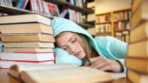 cover Lakukan 6 Cara Ini Agar Tugas Kuliah Bisa Kelar Tepat Waktu & Enggak Numpuk!
