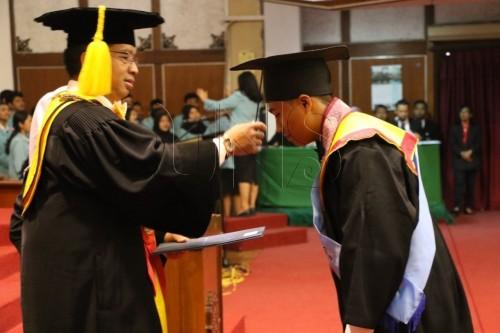 cover Mewisuda 1.803 Mahasiswa, Rektor UNS Ajak Wisudawan Bergerak Cepat
