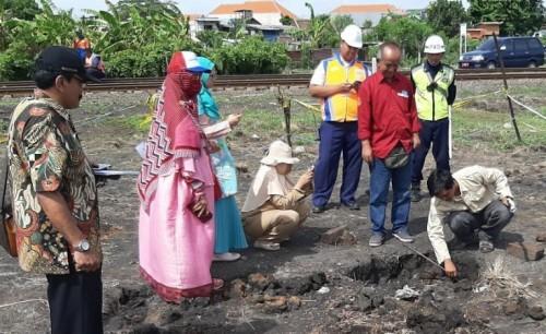 cover Tanah Berasap di Dipo Sidotopo, Tim ITS Lakukan Survei Bersama