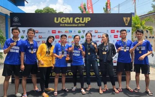 Foto UGM Cup 2019: Atlet Bulutangkis UNS Berhasil Raih Juara