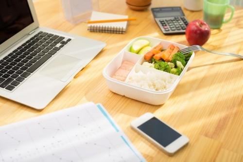 cover Solusi Makan Sehat Di Tempat Kerja
