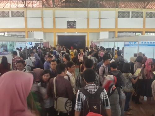 Foto Job Fair Semarang - Perbankan paling diminati